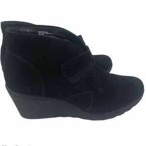 White mountain women's black suede wedge boots 9.5